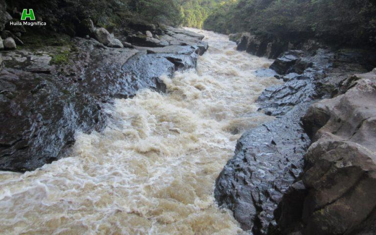 encajonamiento-del-r%c3%ado-magdalena-entre-rocas-huila-magnifica-768x480