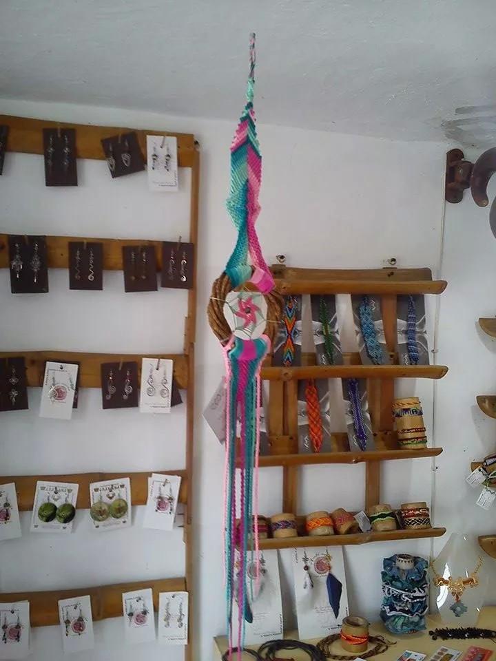 Atrapasueños (Macramé, Semillas y plumas naturales).