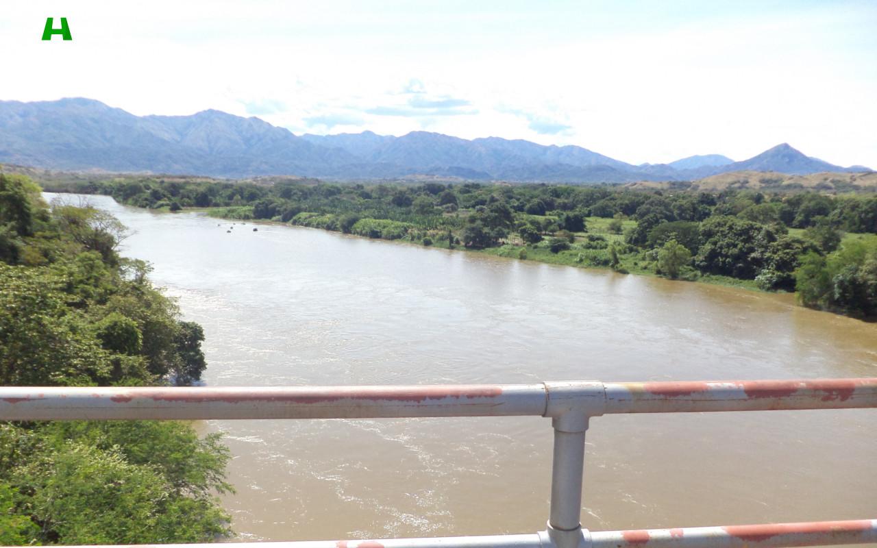 Vista Río Magdalena desde el puente Golondrinas