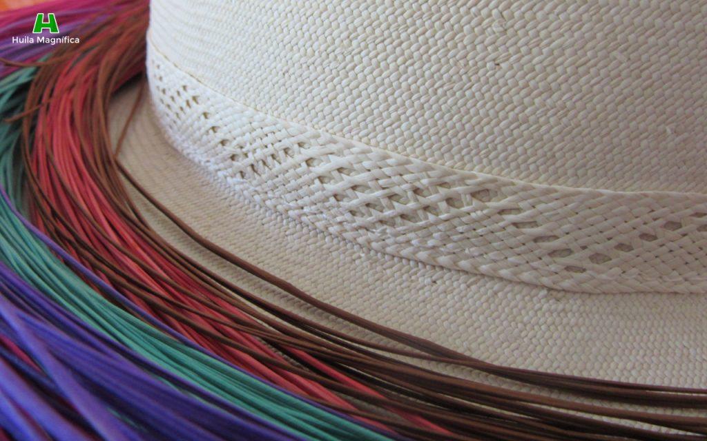 Sombrero Suaza y fibras teñidas
