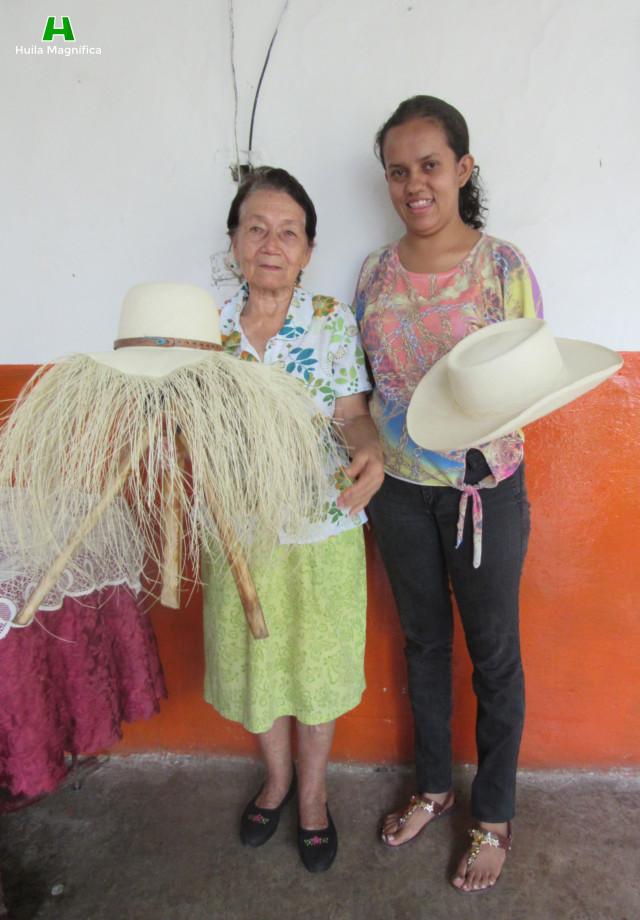 Doña Rosa Facundo y Esperanza Artuduanga Facundo