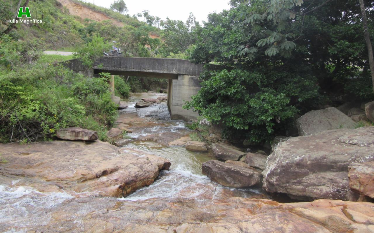 Cerca a la vía hacia municipio de Nátaga