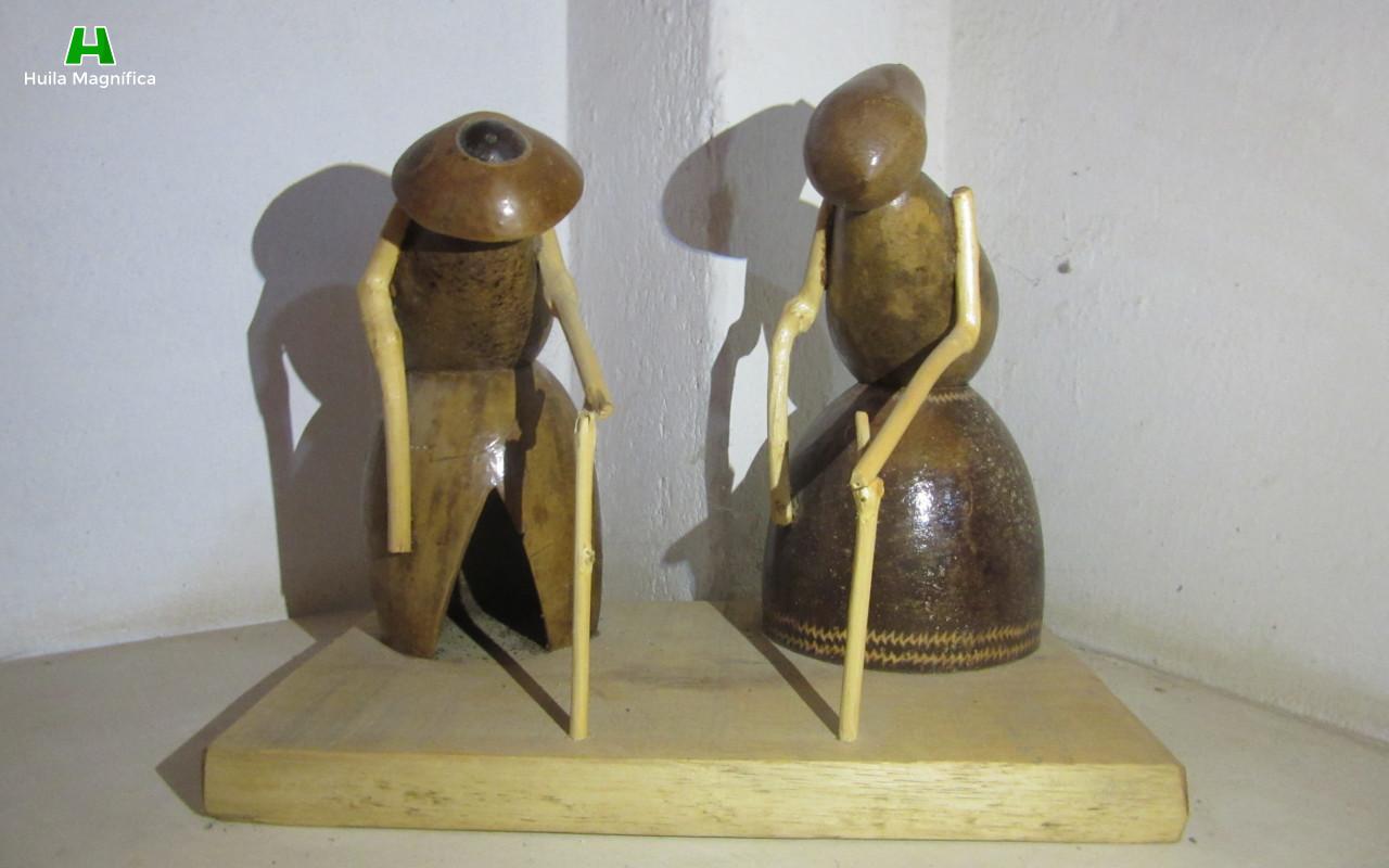 Obra: La Vejez, hace parte de la colección del Museo Artesanal Casa del Totumo.