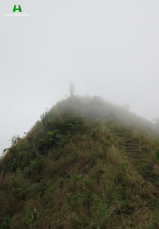 Tocando las nubes, llegando al Cerro de la Cruz
