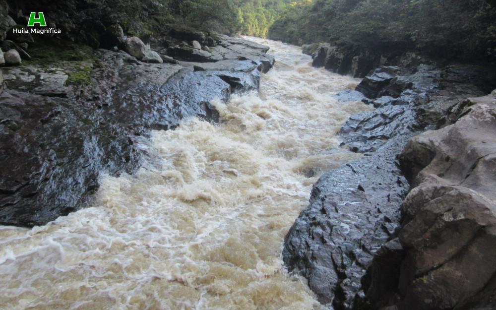 Encajonamiento del Río Magdalena entre rocas