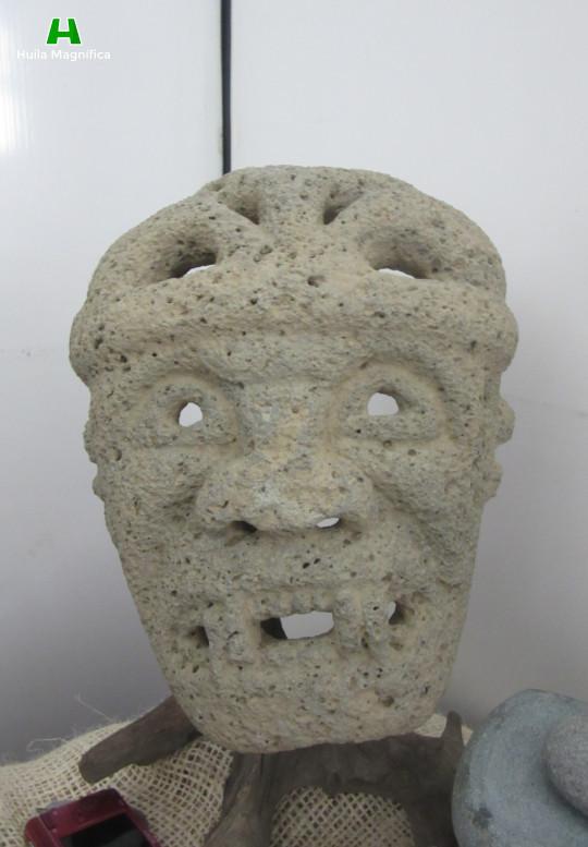 Máscara en piedra (Toba Porosa)