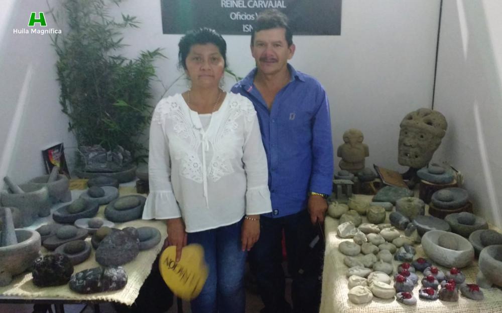 Don Reynel Carvajal y Doña Olga María Ortega en la feria de Mestros Artesanos 2017