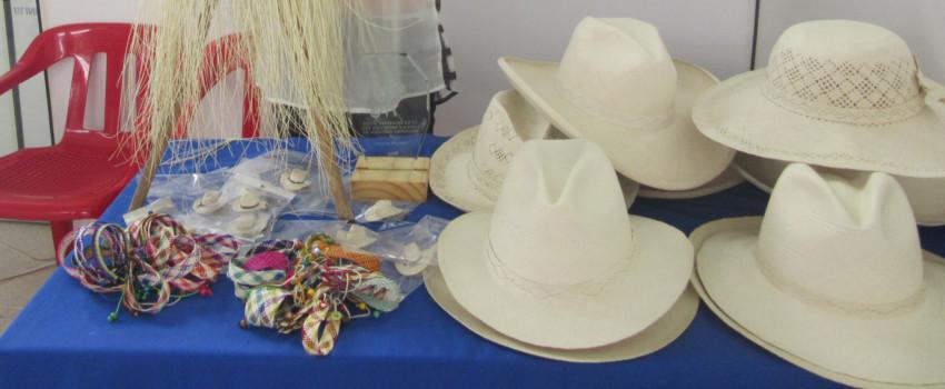 Sombrero Suaza (Sombrero con denominación de Origen en el Huila), llaveros y pulseras de iraca.