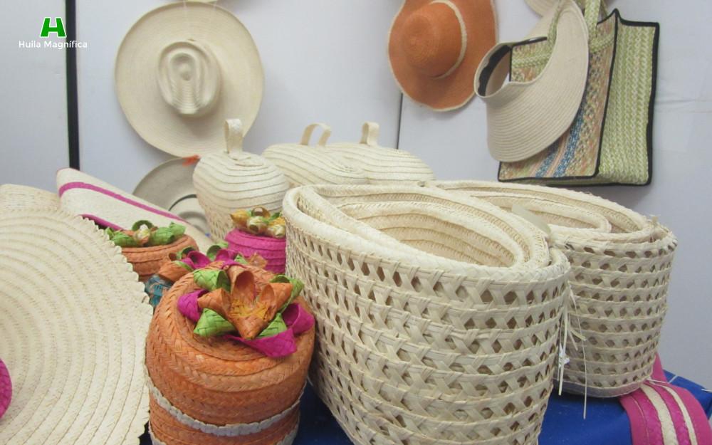 Baúles , sombreros y canastas en Pindo