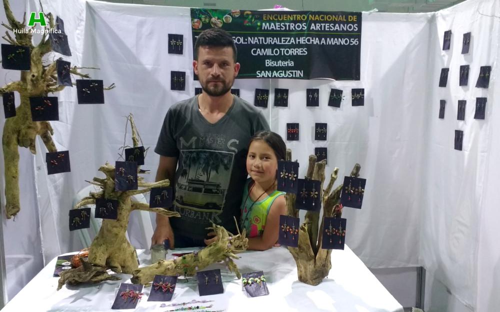 Artesano Camilo Torres y su hija
