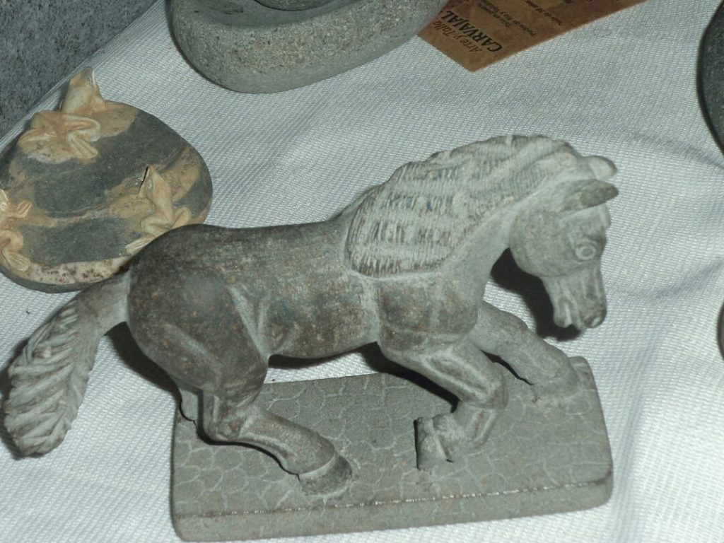 Esculturas de animales en piedra