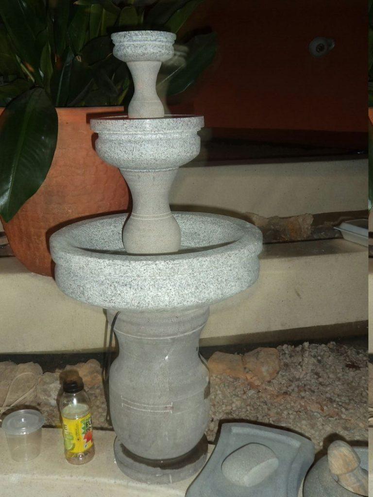 Fuente de agua tallada en piedra