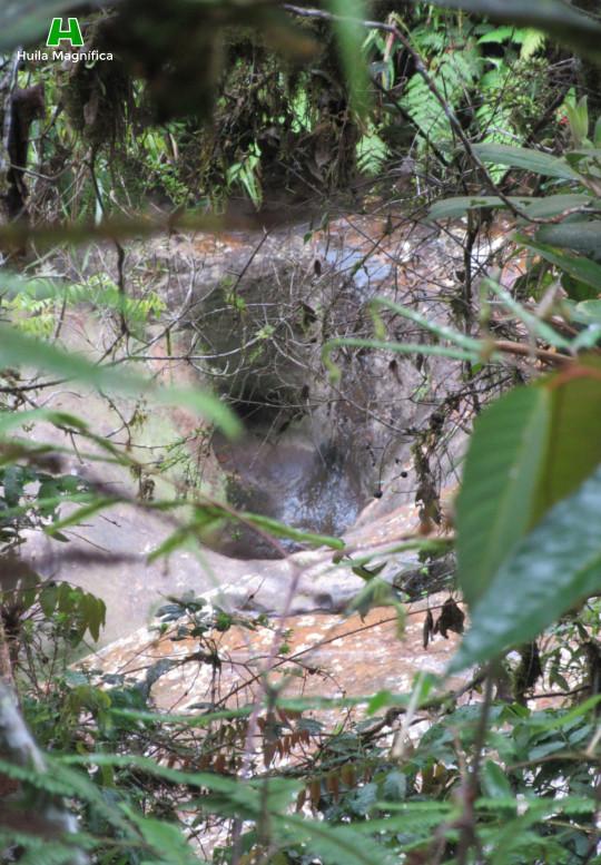 Huecos en el cauce del río