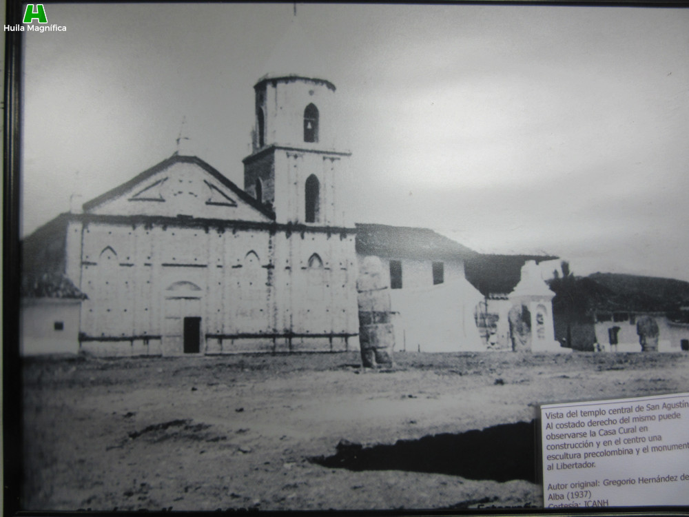 Templo central de San Agustín y esculturas precolombinas