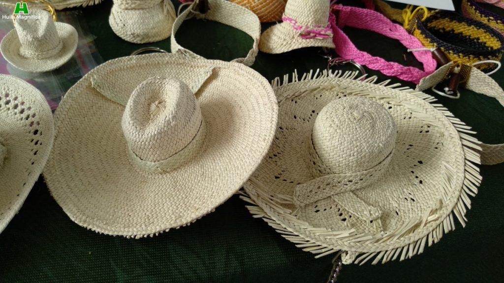 Sombreros Suaza pequeños para llaveros o decoración