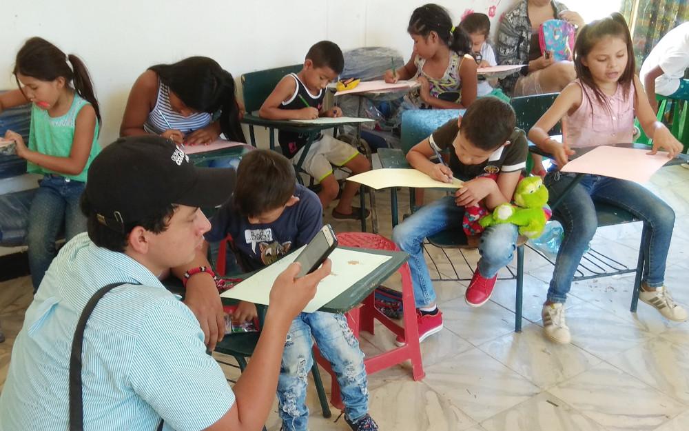 Asociación Ornitológica del Huila con niños del barrio Las Palmas III (Neiva)