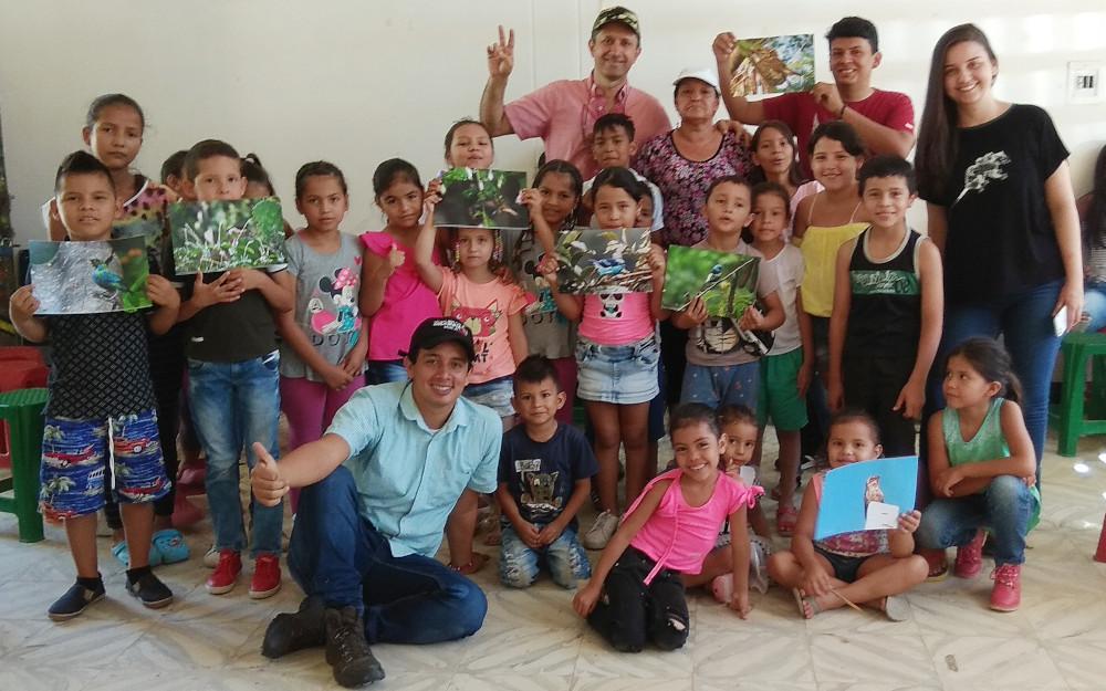 Asociación Ornitológica del Huila con niños de l barrio Las Palmas III (Neiva)