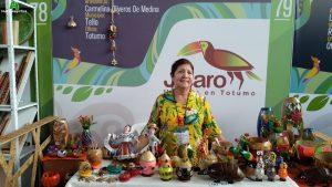Carmelina Oliveros de Medina - Jícaro - Un arte en totumo
