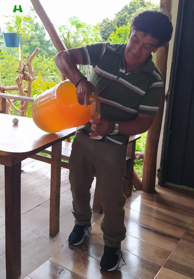 Don Ignacio y su vino artesanal de Naranja