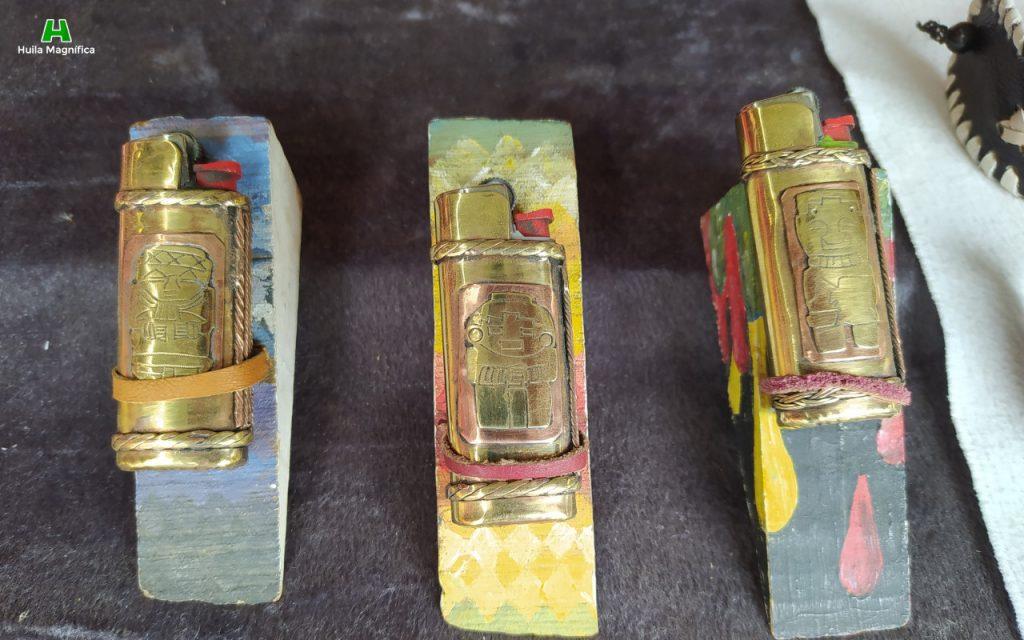 Encendedores con grabados de la cultura agustiniana