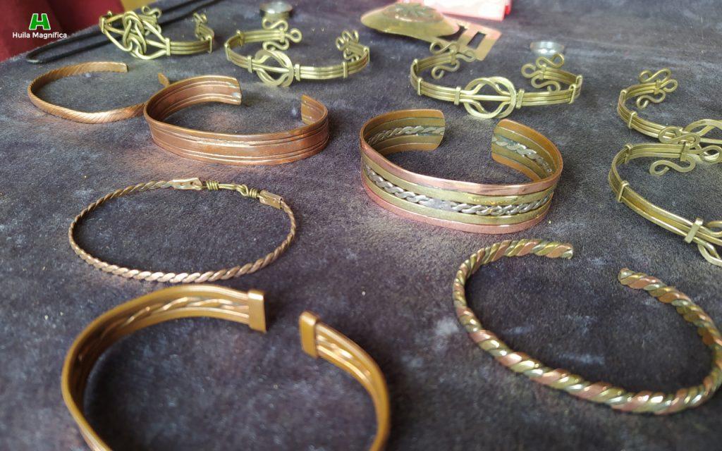 Brazaletes en bronce martillado