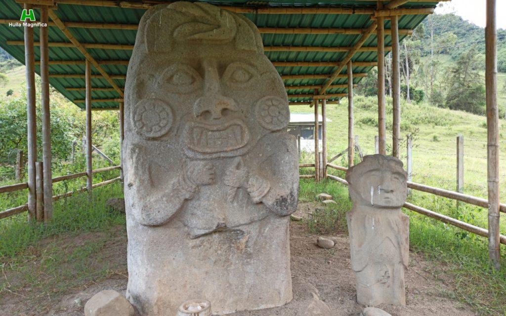 Coquero de Saladoblanco y estatua no caracterizada