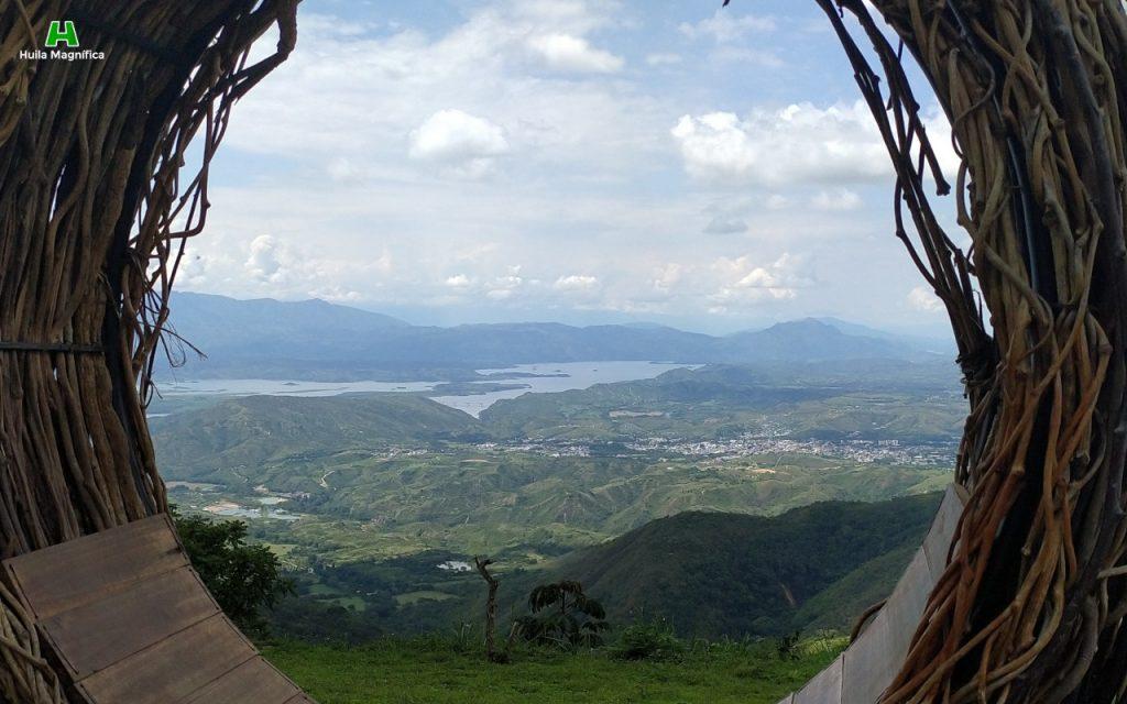 El recuerdo de lo que no puede suceder de nuevo en el Huila, al fondo el ecocidio de la represa El Quimbo